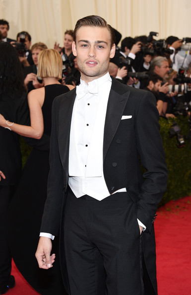 Douglas Booth Photos Photos - Red Carpet Arrivals at the ...