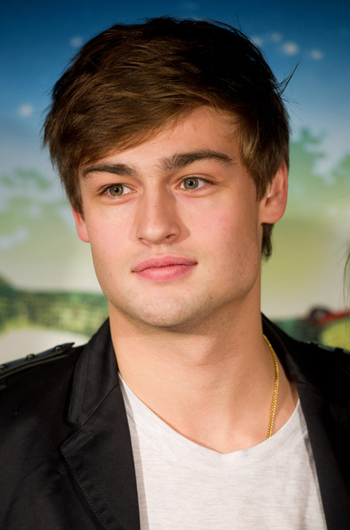 douglas booth pictures totem press night arrivals zimbio