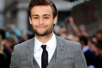 Douglas Booth 'Noah' Premieres in London — Part 3