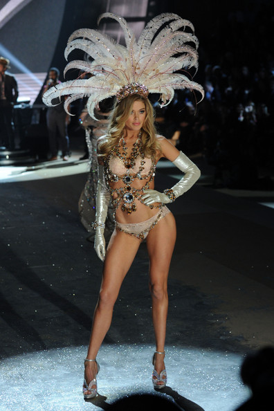 doutzen kroes victoria s secret fashion show 2012