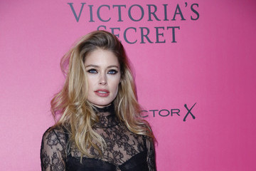 Doutzen Kroes 2016 Victoria's Secret Fashion Show in Paris - Pink Carpet Arrivals