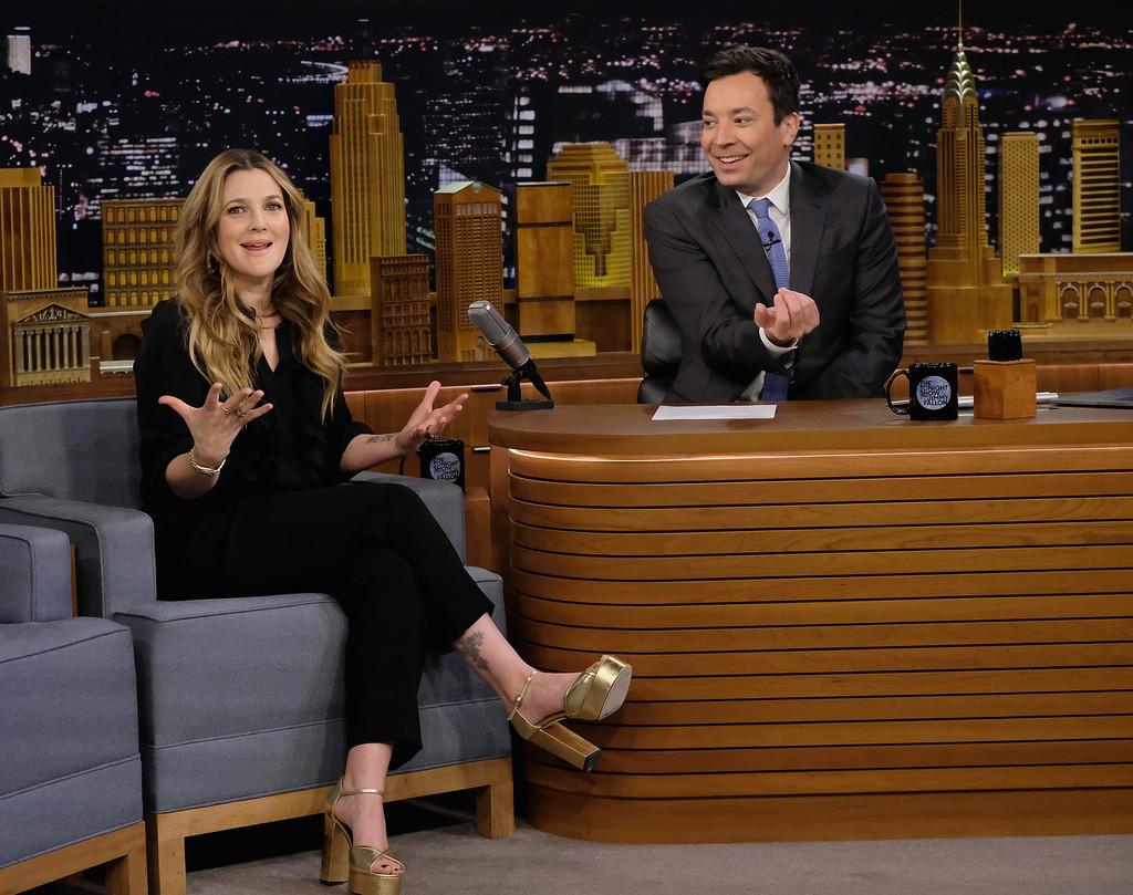 Jimmy Fallon in Drew Barrymore Visits 'The Tonight Show ...