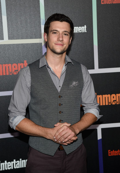 drew roy dating Dudethis is drew royi think he is hotfirst saw him on icarly then on hannah montana.