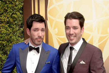 drew scott jonathan silver scott creative arts emmy awards arrivals - Drew Scott
