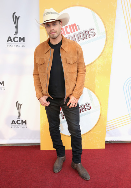 12th Annual ACM Honors - Red Carpet [clothing,red carpet,carpet,hat,suit,outerwear,headgear,footwear,formal wear,fedora,acm honors - red carpet,acm honors,ryman auditorium,nashville,tennessee,dustin lynch]