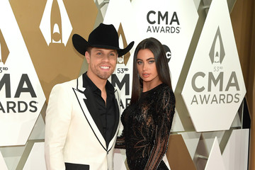 Dustin Lynch The 53rd Annual CMA Awards - Arrivals