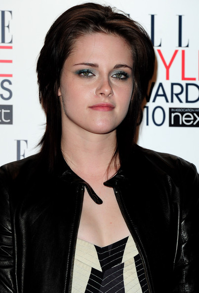 Kristen Stewart poses with her award for 'Woman of the year' at the The ELLE Style Awards 2010 at the Grand Connaught Rooms on February 22, 2010 in London, England.