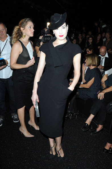 Dita Von Teese Elie+Saab+Paris+Fashion+Week+Spring+Summer+j1Nnme5S_vIl
