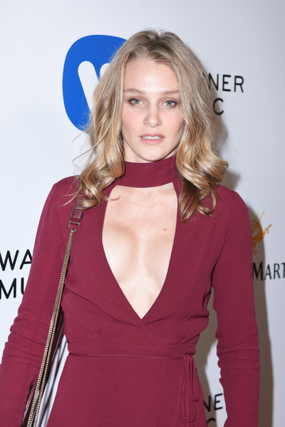 Warner Music Group GRAMMY Party - Red Carpet [red carpet,hair,blond,clothing,hairstyle,long hair,fashion,lip,carpet,dress,magenta,elizabeth gilpin,grammy,hollywood,california,warner music group,party,warner music group grammy party,milk studios]