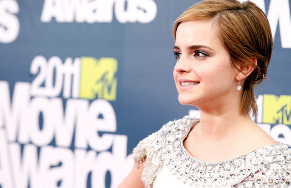 emma watson 2011 mtv movie. 2011 MTV Movie Awards - Red