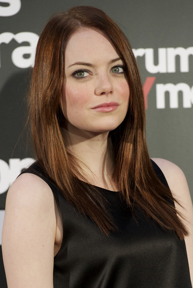 """will gluck emma stone dating Emma stone's first collaboration with director will gluck, easy a, hasn't been released yet, but she's already set to work with him once more the film is about """"a headhunter [who] recruits a magazine editor and since each is too busy to find a mate, they agree to sleep together with no strings attached."""