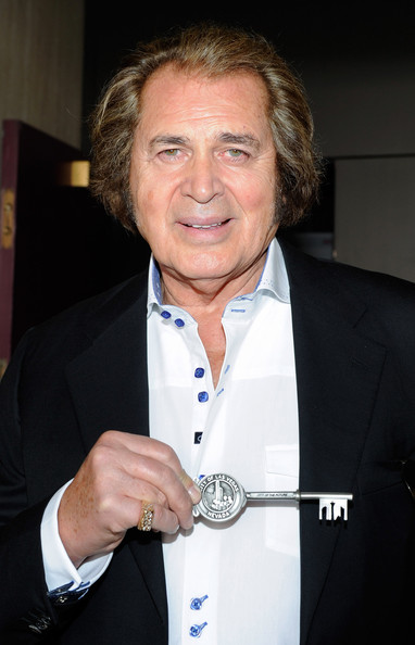 Engelbert Humperdinck Pictures - Engelbert Humperdinck Receives ...