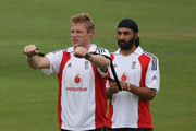 Andrew Flintoff (L) of England warms up with team mate Monty Panesar during nets at The Brit Oval on August 18, 2009 in London, England.