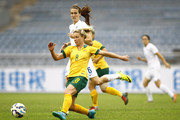 (CHINA OUT) Jill Scott #6 of England and Elise Kellond-Knight #8 of Australia compete for the ball in the match between England and Australia during the 2015 Yongchuan Women's Football International Matches at Yongchuan Sports Center on October 27, 2015 in Yongchuan, Chongqing of China.