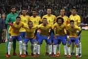 Brazil team (back row L-R) Brazil's goalkeeper Alisson, Brazil's defender Marquinhos, Brazil's midfielder Paulinho, Brazil's midfielder Renato Augusto, Brazil's defender Miranda and Brazil's midfielder Casemiro, (front row L-R) Brazil's striker Neymar, Brazil's defender Dani Alves, Brazil's striker Gabriel Jesus, Brazil's defender Marcelo and Brazil's midfielder Philippe Coutinho pose for a group photograph ahead of the international friendly football match between England and Brazil at Wembley Stadium in London on November 14, 2017. / AFP PHOTO / Adrian DENNIS / NOT FOR MARKETING OR ADVERTISING USE / RESTRICTED TO EDITORIAL USE