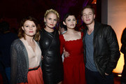 Ginnifer Goodwin Jennifer Morrison Photos - 1 of 76 Photo
