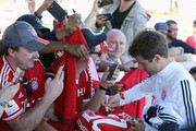 Thomas Mueller signs autographs after a training session on day 3 of the FC Bayern Muenchen training camp at ASPIRE Academy for Sports Excellence on January 4, 2018 in Doha, Qatar.