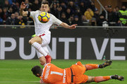 Stephan El Shaarawy of AS Roma scores the opening goal during the Serie A match between FC Internazionale and AS Roma at Stadio Giuseppe Meazza on January 21, 2018 in Milan, Italy.