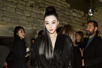 Fan Bingbing Louis Vuitton: Front Row - Paris Fashion Week Womenswear Spring/Summer 2018
