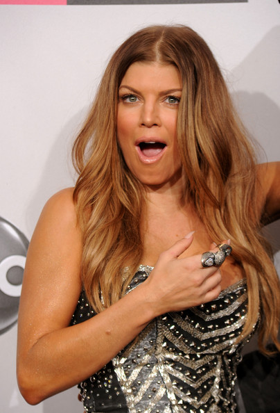 fergie pictures 2010 american music awards press room