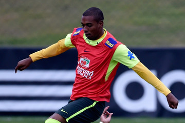 Fernandinho Brazil Training Session