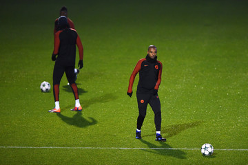 Fernandinho Manchester City Training Session and Press Conference