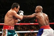 (R-L) Floyd Mayweather Jr. throws a left to the body of Juan Manuel Marquez of Mexico during their welterweight bout at the MGM Grand Garden Arena September 19, 2009 in Las Vegas, Nevada.