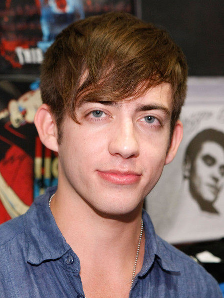 Kevin McHale Fox+Presents+Glee+Mall+Tour+Los+Angeles+6LUm_egOx5nl