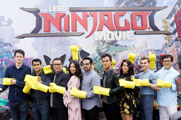 Fred Armisen Abbi Jacobson Cast Photo Call for Warner Bros. Pictures' 'The LEGO Ninjago Movie'