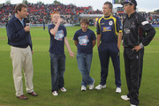 Dominic Cork (2nd R) of Hampshire and Marcus Trescothick (R) of Somerset watch the mascot toss the coin ahead of the Friends Provident T20 Final between Hampshire Royals and Somerset at The Rose Bowl on August 14, 2010 in Southampton, England.