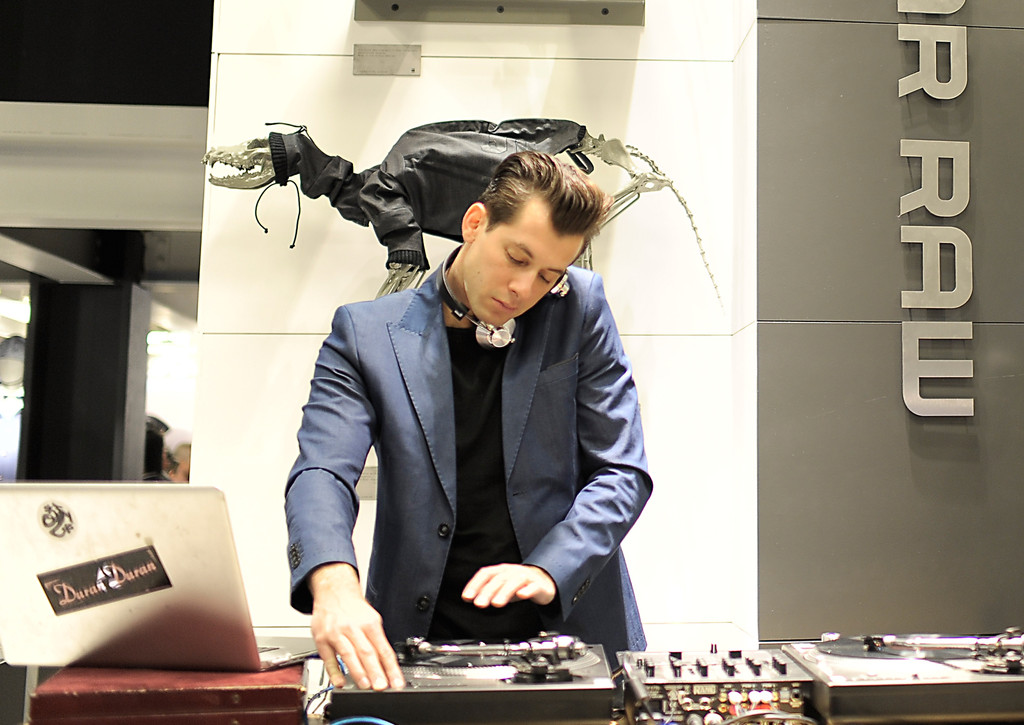 Mark Ronson Photos - G-Star Rodeo Drive Store Opening - 1150