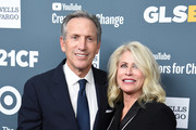Businessman Howard Schultz and Sheri Kersch Schultz arrive at the GLSEN Respect Awards at the Beverly Wilshire Four Seasons Hotel on October 19, 2018 in Beverly Hills, California.