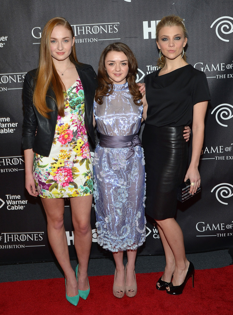 ¿Cuánto mide Natalie Dormer? - Real height Game+Thrones+Exhibition+New+York+Opening+Arrivals+9L_yUVRsFzrx