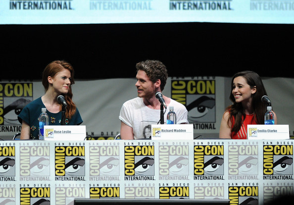 http://www1.pictures.zimbio.com/gi/Game+Thrones+Panel+Comic+Con+International+--F1PV2A3wUl.jpg
