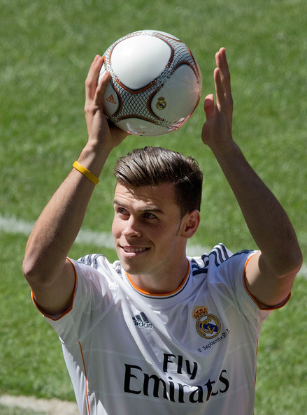 His New Real Madrid Shirt During His Presentation As A New Real Madrid