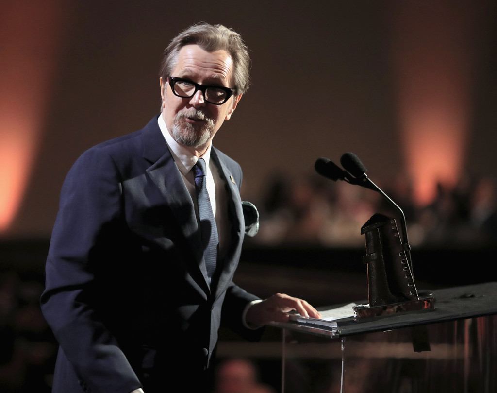 http://www1.pictures.zimbio.com/gi/Gary+Oldman+21st+Annual+Hollywood+Film+Awards+jY6vjzIi6XFx.jpg