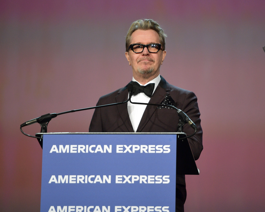 http://www1.pictures.zimbio.com/gi/Gary+Oldman+30th+Annual+Palm+Springs+International+2-DWM85q2n8x.jpg