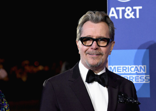 http://www1.pictures.zimbio.com/gi/Gary+Oldman+30th+Annual+Palm+Springs+International+2BAel5fnkfsl.jpg
