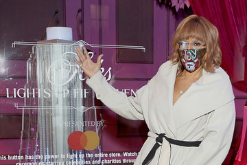 Gayle King Gayle King Celebrates The Holidays At Saks Lights Up Fifth Avenue Ceremony