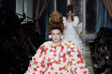 Gigi Hadid Moschino - Runway - Milan Fashion Week Fall/Winter 2020-2021