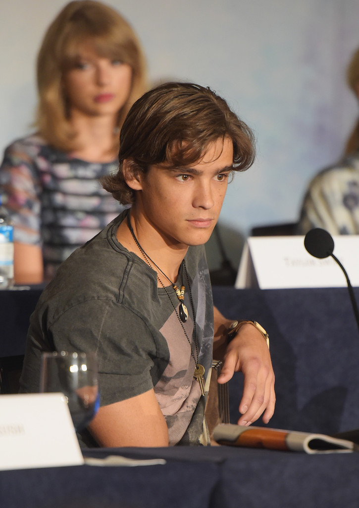 brenton thwaites photos the giver press conference in