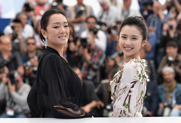 'Coming Home' Photo Call at Cannes [coming home photocall,coming home,people,fashion,hairstyle,event,audience,crowd,smile,performance,tradition,fashion design,actresses,huiwen zhang,gong li,photocall,cannes,france,cannes film festival]