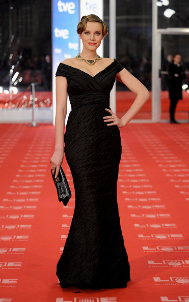 Spanish actress Carolina Bang arrives to the 2011 edition of the 'Goya Cinema Awards' ceremony at Teatro Real on February 13, 2011 in Madrid, Spain.