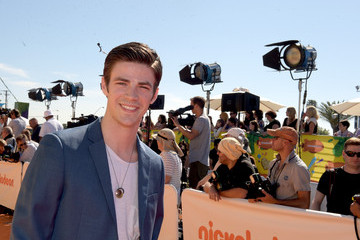 Grant Gustin Nickelodeon's 28th Annual Kids' Choice Awards - Red Carpet