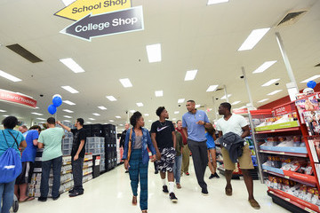 Grant Hill Grant Hill Surprises Duke Students at Target After-Hours Shopping Event
