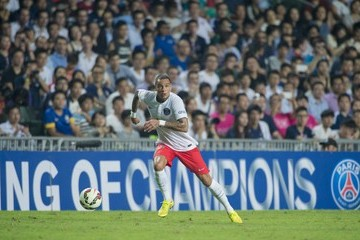 Gregory van der Wiel Kitchee v Paris Saint-Germain
