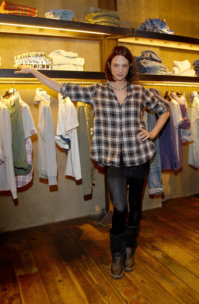 Asia Argento pulled off a countryside-inspired look featuring a pair of rusty brown boots at the opening of the Guru Flagship.