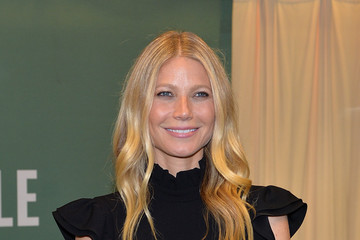 Gwyneth Paltrow Gwyneth Paltrow Signs Copies of Her New Book 'It's Al...