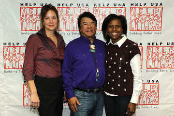 "Ray Halbritter HELP USA and Oneida Indian Nation Feed Hundreds of NYC's Homeless for ""Our Heritage of HELPing"" Campaign"