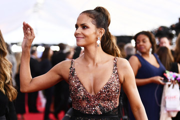 Halle Berry 24th Annual Screen Actors Guild Awards - Backstage